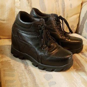 Super chunky black leather platform boots us 9